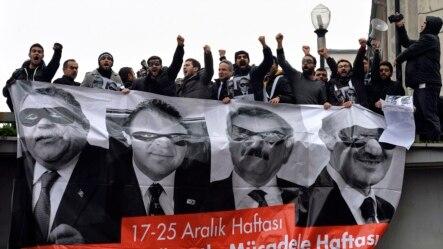 17 Aralık'ta Yolsuzluk operasyonunun birinci yoldönümünde Ankara'da toplanan göstericiler