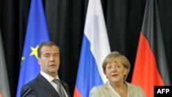 Almaniya və Rusiya liderləri qaz kəmərinin açılışı mərasimində iştirak edirlər