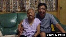 河南六四公祭案于世文8月16日回到母亲家中(参与网图片)