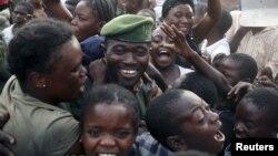 民众欢迎刚果政府军士兵返回戈马
