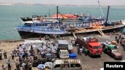 Activities at the sea port in lower Juba regions in Kismayu, Somalia, Feb. 27, 2013