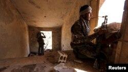 Боец курдского ополчения в Сирии (архивное фото)
