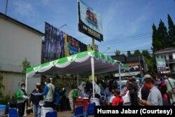 Pelaksanaan pengetesan masif di 5 lokasi di wilayah Puncak, Jawa Barat. Dalam pengetesan itu ditemukan 69 orang reaktif tes cepat dari total 1540 orang yang dicek. (Foto: Humas Jabar)