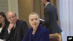 美国国务卿希拉里·克林顿12月6号在日内瓦会见叙利亚流亡反对派人士