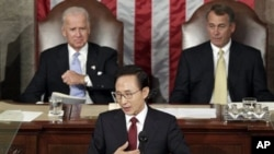 南韓總統李明博在美國參眾兩院聯席會議上發表演說