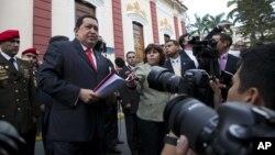 El presidente venezolano Hugo Chávez visita un complejo industrial en Maracaibo, el domingo 22 de julio desde donde nuevamente habló en cadena nacional de radio y televisión.