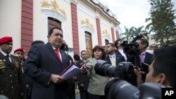 Henrique Capriles asegura estar en desventaja frente a Chávez, por el modo en que usa los medios de comunicación.