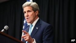 Menlu AS John Kerry dalam konferensi pers di Nairobi, Kenya hari Senin (4/5).