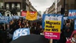 İngiltere'de Halk ve Binlerce Sağlık Çalışanı Sokaklara Döküldü