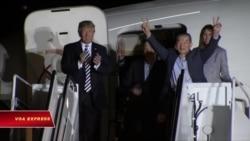 Ông Trump đón 3 người Mỹ được Triều Tiên phóng thích