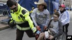Jeff Bauman (di kursi roda) kehilangan kedua kakinya pada serangan pada lomba marathon di Boston 15 April 2013 (foto: dok).