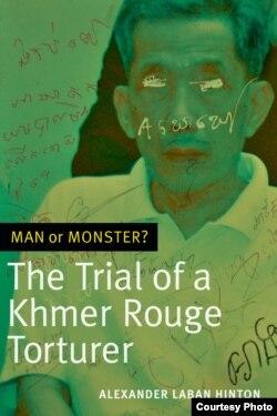 """គម្របសៀវភៅ """"Man or Monster?"""" ដែលនិពន្ធដោយលោកសាស្ត្រាចារ្យ Alexander Hinton។ (រូបថតផ្តល់ឲ្យដោយ Alexander Hinton)"""
