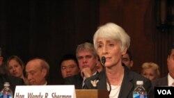 Wendy Sherman, colaboradora estreita de Hillary Clinton, é a terceira responsável na hierarquia do Departamento de Estado (foto de arquivo)