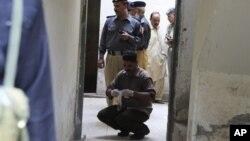 Следственная группа на месте преступления в Лахоре. 12 июля 2012 г.