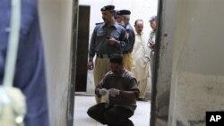 12일 탈레반의 공격으로 경관 9명이 살해된 파키스탄 동부 지역의 사건 현장.