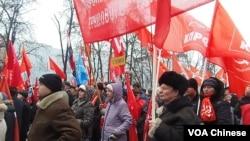4月7日在莫斯科普西金广场的共产党反普京集会 (美国之音白桦)