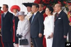 2015年10月20日, 英国女王伊丽莎白二世和菲利普亲王,英国首相卡梅伦和内政大臣特蕾莎·梅欢迎中国主席习近平和夫人彭丽媛对英国进行国事访问