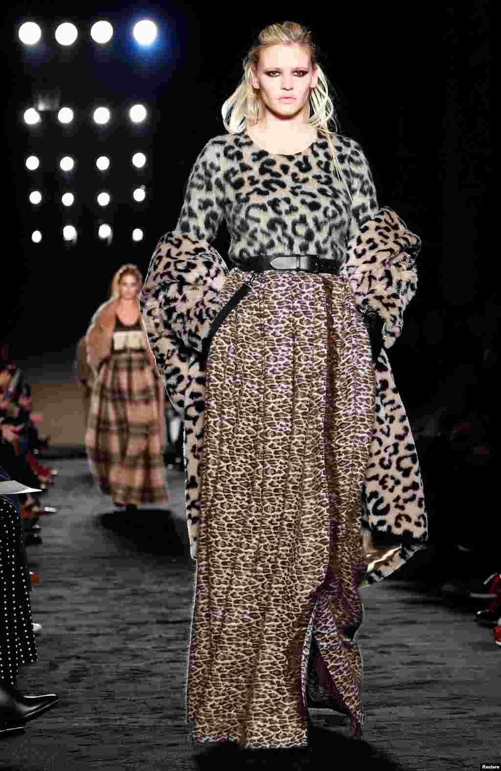 نمایش مجموعه لباس های پائیزه- زمستانه ۲۰۱۸ مارک ایتالیایی «ماکس مارا» در هفته مد میلان ایتالیا