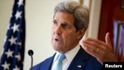 Waziri wa Mambo ya Nje wa Marekani, John Kerry, akiongea katika mkutano nchini Djibouti.