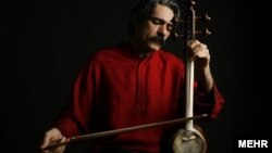 """کیهان کلهر تنها نوازنده ایرانی نامزد دریافت جایزه """"امی"""" و همنواز برجسته گروه بین المللی """"جاده ابریشم"""" است."""