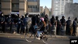 지난달 28일 레바논 수도 베이루트에서 정부의 코로나 봉쇄와 경제 위기에 항의하는 시위가 벌어졌다.