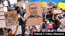 Protesti građana povodom smrti Džordža Flojda u Los Anđelesu (Foto: REUTERS/Patrick T. Fallon)