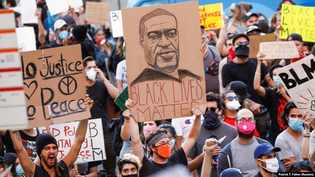 په امریکا کې له څو ورځو راهېسې د نژادي تبعیض ضد مظاهرې روانې دي