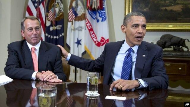 Presiden Barack Obama dan Ketua DPR AS John Boehner (kiri) yang belum mencapai titik temu soal jurang fiskal, membahas isu ini per telepon hari Rabu (5/12).