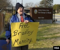 Manningove pristalice kažu da je on samo želio objelodaniti istinu