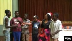 Abantwana abaphilsa emigwaqweni amastreet kids abenzelwe idili leKhisimusi