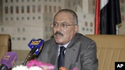 Yemen's President Ali Abdullah Saleh addresses a meeting of the ruling General People's Congress party leaders in Sanaa on October 19, 2011.
