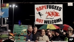 反移民組織活動人士在德國東部城市萊比錫舉行反政府移民政策的抗議活動。