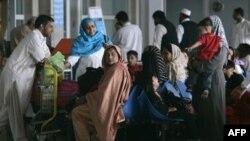 Hành khách chờ đợi tại Sân bay quốc tế Islamabad. Các chuyến bay của hãng hàng không quốc gia Pakistan đã hoàn toàn bị gián đoạn trong lúc cuộc đình công của nhân viên bước sang ngày thứ tư