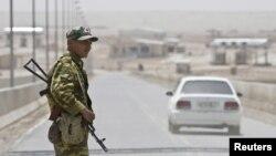 له افغانستان سره سرحد کې د تاجکستان پولیس