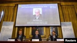 12일 스웨덴 스톡홀롬에서 노벨위원회가 2015년 노벨 경제학상 수상자를 발표하고 있다.