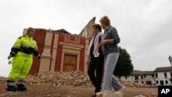 이탈리아 볼로냐 인근에서 발생한 지진으로 붕괴된 산 마티노 교회 건물