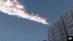 Video ghi lại vật thể rơi bốc cháy phía trên một khu chung cư trong thành phố Chelyabinsk trong vùng núi Ural ở Nga, 152/13
