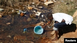 Residences of Mabvuku fetch water from unproteacted sources in Harare, Zimbabwe. (File)