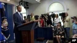 Обама: Америка има долг пат пред себе додека економија застане на здрави нозе