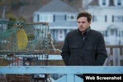 «کیسی افلک» در فیلم «منچستر ساحلی» (c) Roadside Attractions / Amazon Studios