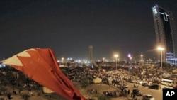 巴林反政府示威者在明珠廣場上豎立的國旗