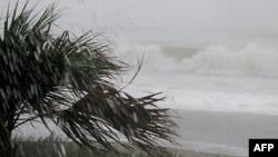 İren qasırğası ABŞ-ın şərq sahili boyunca irəliləyir (YENİLƏNİB)