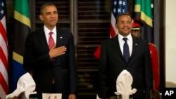 아프리카 순방의 마지막 방문지로 탄자니아를 방문한 바락 오바마 미국 대통령이 1일 자카야 키크웨테 탄자니아 대통령(오른쪽)과 정상회담을 가졌다.