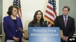 Jeanette Antolin, ancienne membre de l'équipe nationale américaine de gymnastique et victime d'abus, lors d'une conférence de presse à Capitol Hill, à Washington, DC, le 28 mars 2017