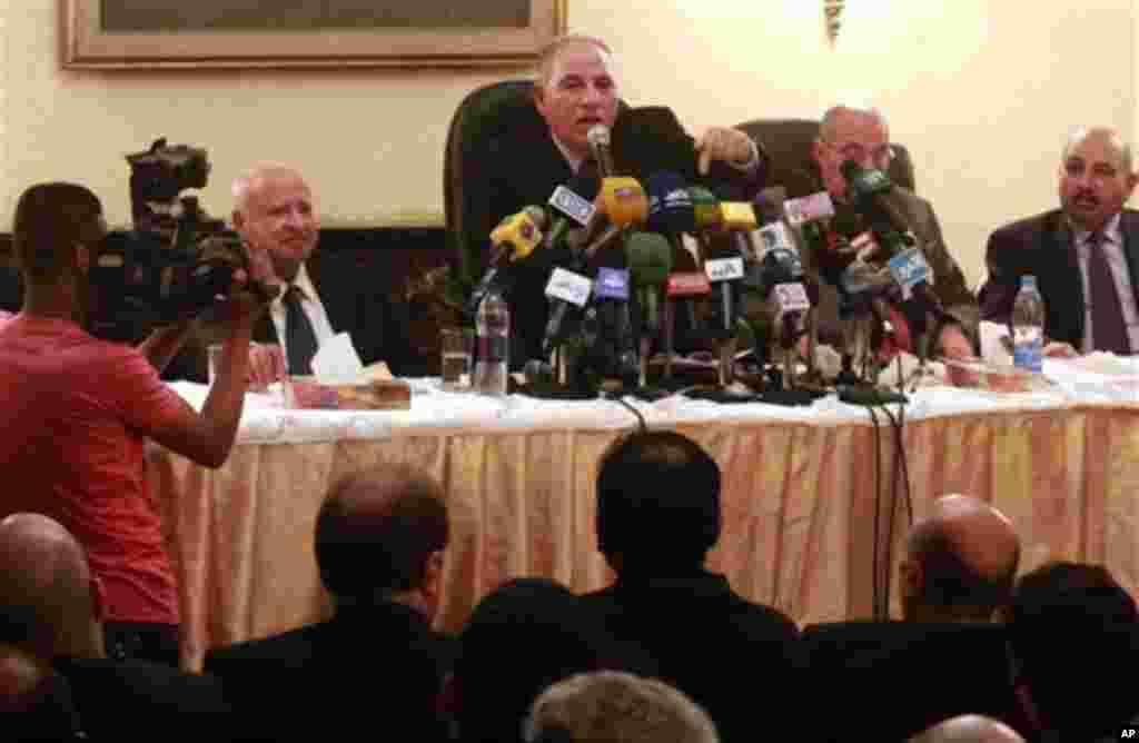 2일 기자회견을 통해 국민투표 감독을 거부한 이집트의 영향력 있는 판사 협회.