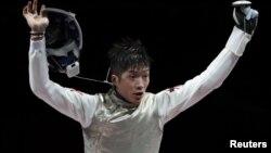 香港击剑选手张家朗在东京奥运会获得男子花剑个人赛金牌。(2021年7月26日)