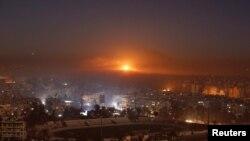 從政府軍陣地所看到的反政府武裝控制區的濃煙烈火