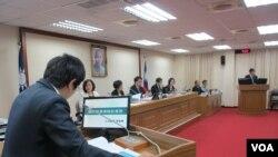 台灣立法院外交及國防委員會10月3號質詢的情形。