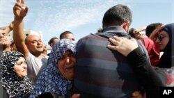 가족들과 재회하는 팔레스타인 수감자들