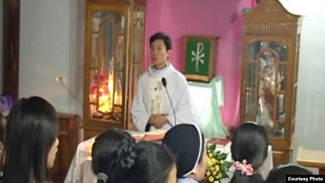 Giáo dân Con Cuông tham dự thánh lễ
